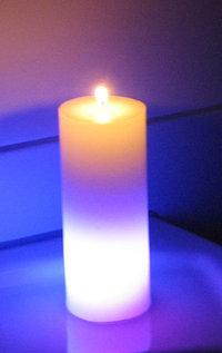 relaxdays 12cm LED WACHS Kerze mit Farbwechsel Batterie Zylinder Pyramide.