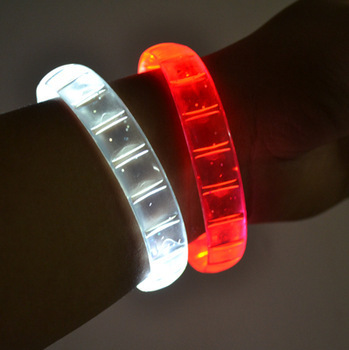 LED leucht ARMBAND Jelly BRACELET FUNkEL PANZER BAND r g b w 2018 NEW
