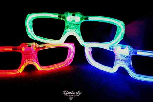 NEU 2018 Sound Sensor aktive LED Party Brille Disco SPACE Partybrille ROT Grün Blau