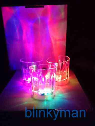 RB Schnaps Becher MULTI COLOR BLINKEND Pinnchen Schnapsglas LED Multicolor 5,5x5 cm