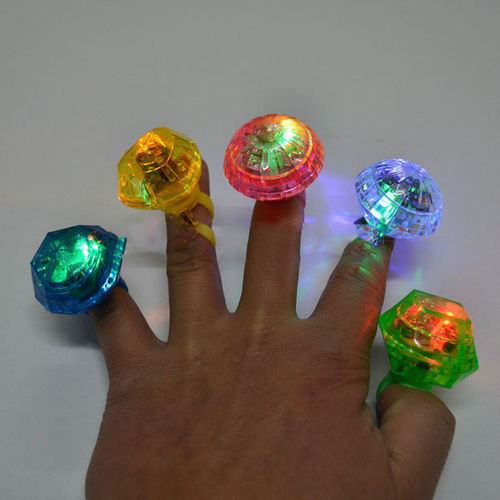 LED FLASHING BLINKENDER LEUCHT FINGER RING Klunker Diamante Lichtring