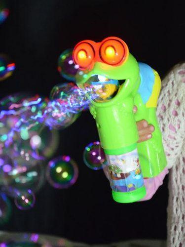 kögler Seifen Blasen Pistole Bubble Gun Frosch mit Licht und Musik LED mit Licht