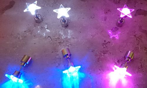 LED STAR Ohrstecker Ohrringe LED Schmuck Disko Mode multicolor bunt mc STERN