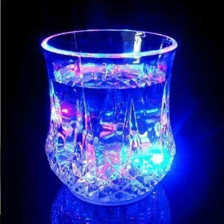CL leuchtender blinkender LED Wasser Becher Ananasglas Bars Diskotheken leuchtet bei Eingießen