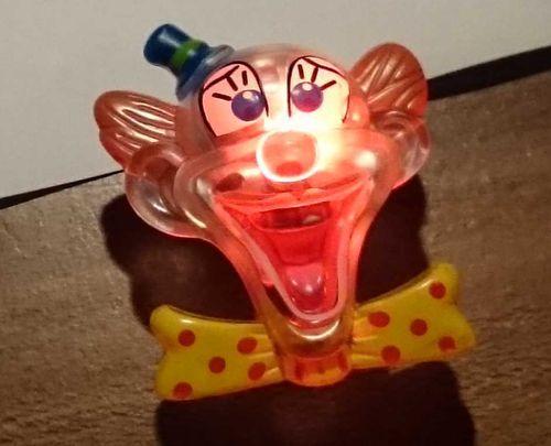RB LED Blinkies Zirkusclown Clownbrosche mit Sicherheitsnadel Brosche Clown